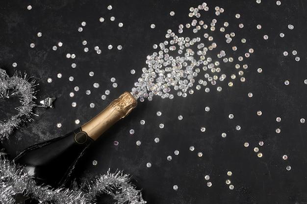 Вид сверху на бутылку шампанского
