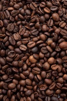 Крупный план жареных кофейных зерен