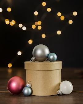 プレゼントボックスとグローブの配置