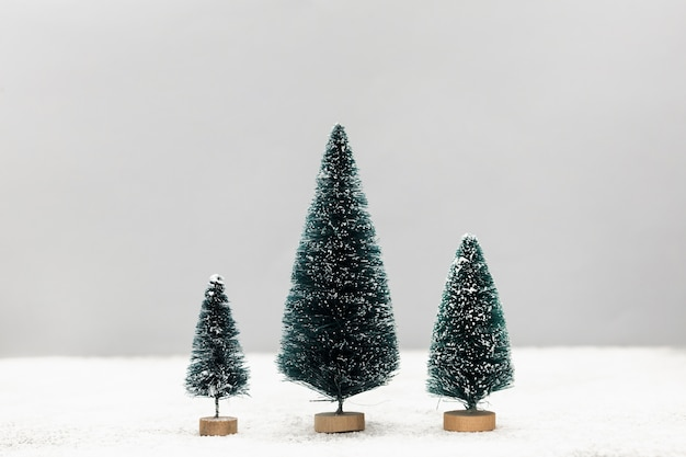 Композиция с милыми маленькими елками