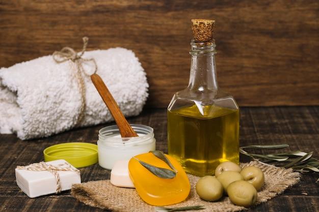 オリーブオイル製品の組成