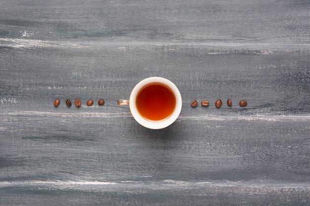 コーヒー豆の配置とお茶