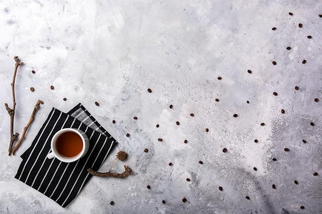 縞模様の布のコピースペースにお茶