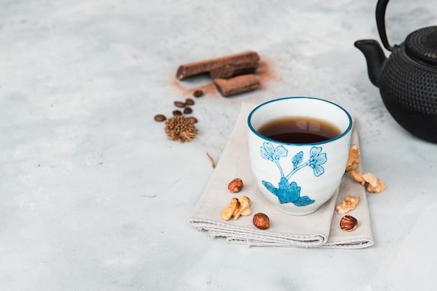 大理石の表面にコーヒーをクローズアップ