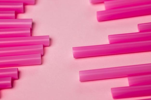 Высокий угол коллекции фиолетовый соломы