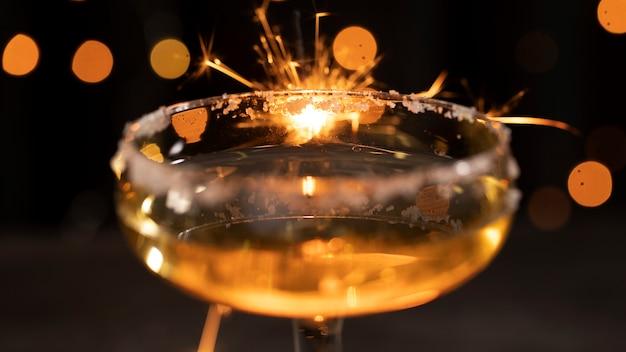 シャンパンのクローズアップとガラス
