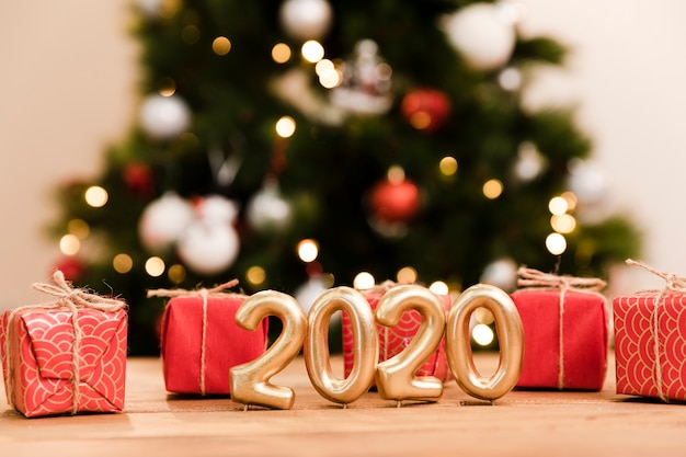 Передний вид подарков и новогодняя дата