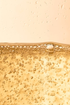 Шампанское пузыри искрится на новогоднюю вечеринку
