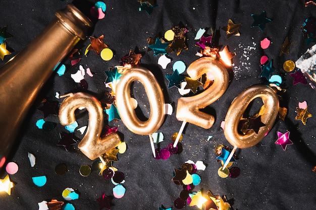 Вид сверху золотая новогодняя дата