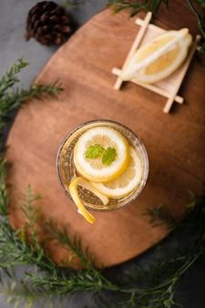 レモンフラットレイアウトとさわやかなドリンク