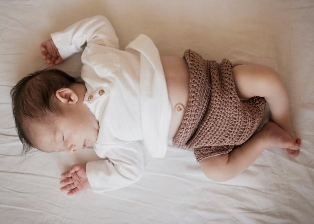 愛らしい小さな赤ちゃんの肖像画
