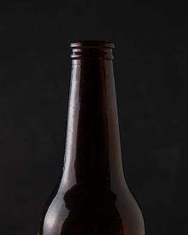 Макро освежающий напиток на бутылке