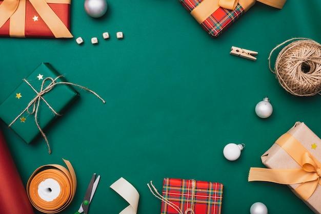 クリスマスの文字列とリボンのギフトボックス