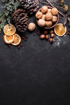 トップビューコピースペースで美しいクリスマスアレンジ