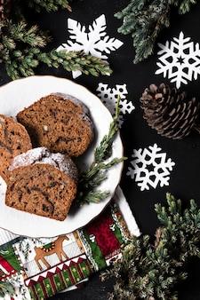クリスマスパーティーのためのフラットレイアウトおいしいケーキ