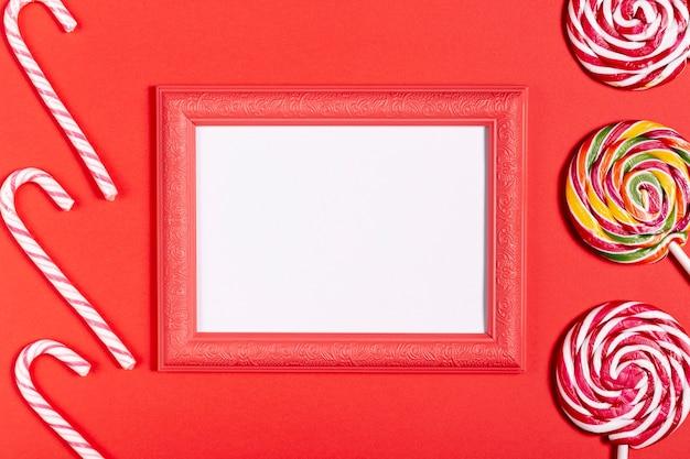 空白スペースとお菓子とビンテージフレーム