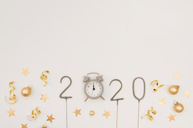 時計とコピースペースで新年パーティーの装飾
