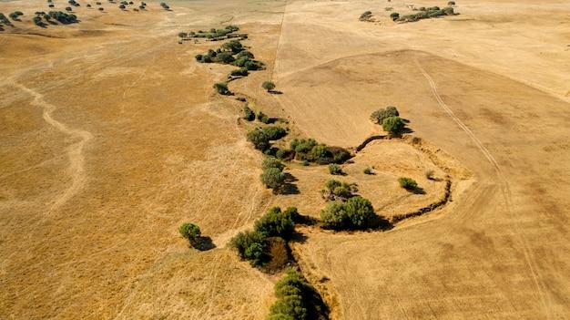 乾燥した土地の空撮