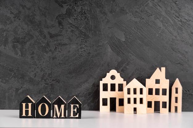 木製の都市モデルと家