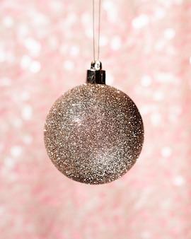 Крупный план декоративный рождественский шар