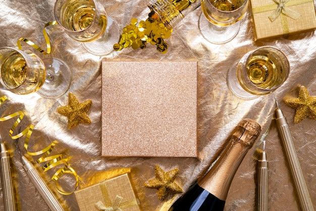 コピースペースとシャンパンの新年装飾