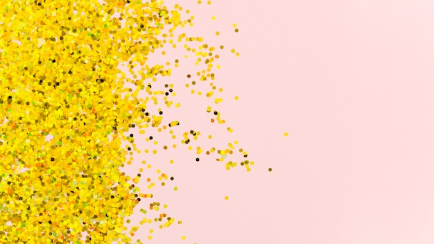 Абстрактный золотой блеск на розовом фоне