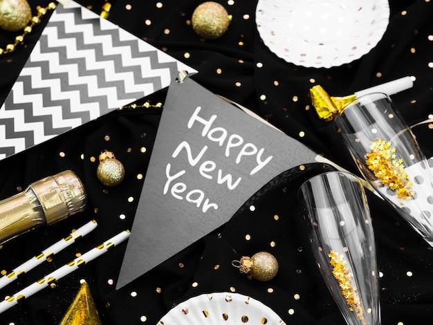 新年のレタリングと花輪の配置