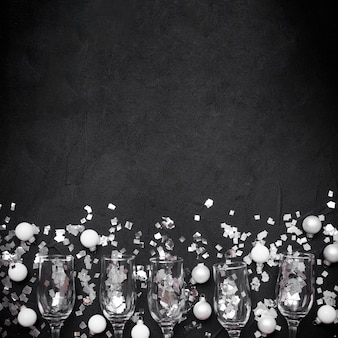 コピースペースとシャンパンのグラス