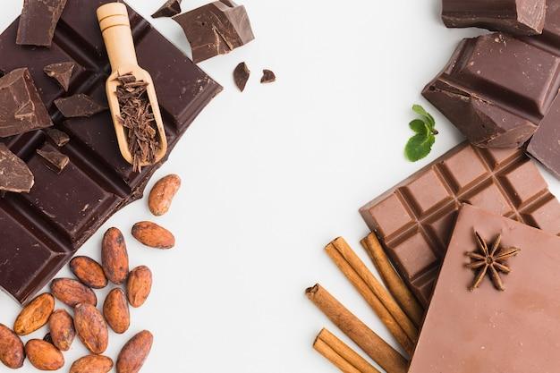 木製スクープとチョコレートバー