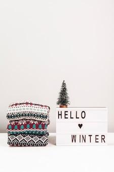 セーターとこんにちは冬のサインの配置