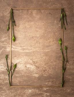 小さなカーネーションの茎を持つセピアフレーム