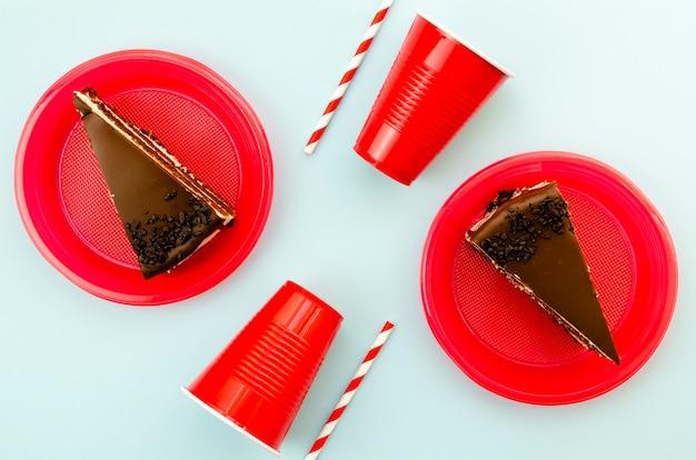 チョコレートケーキのトップビューのおいしいスライス