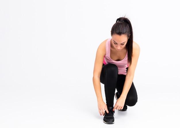 Высокий угол женского переплета кружева обувь