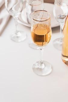 Бокал с шампанским