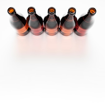 コピースペースでビール瓶の配置