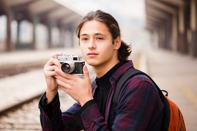 クローズアップ旅行者の写真を撮る