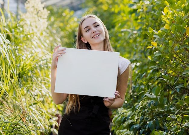 若い女性持株空白シート