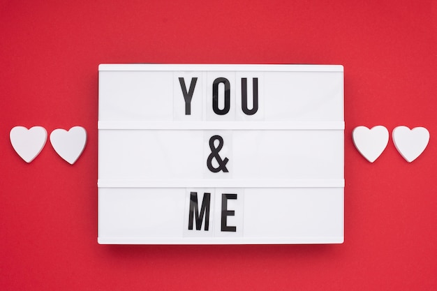 ロマンチックなメッセージとトップビューの配置
