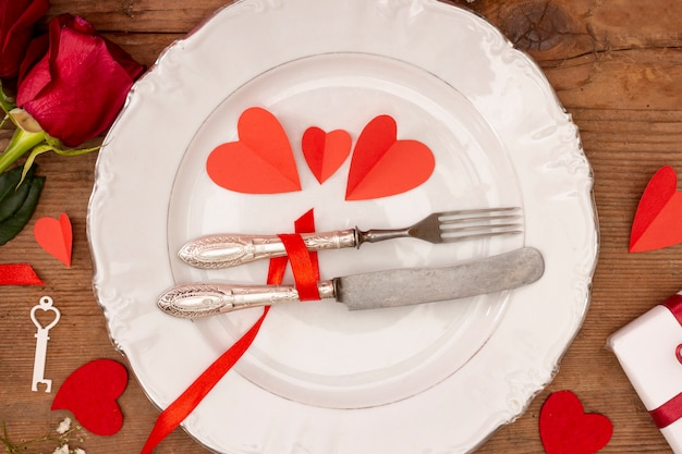 Плоская планировка с тарелкой и розами