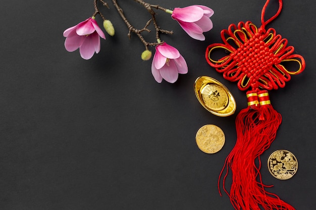 Магнолия и подвеска на китайский новый год