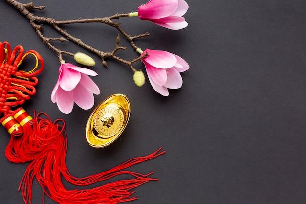 マグノリアと中国の新年のペンダント