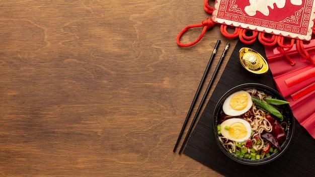 木製の背景に中国の新年料理