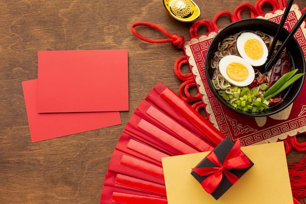 料理と中国の新年カードモックアップ