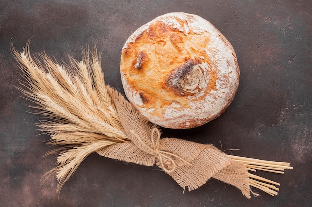 ジュート布とパンの小麦草