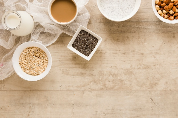 フラットレイアウトエンバク種子とコーヒーコピースペース