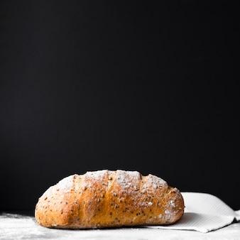 Вкусный свежий приготовленный хлеб с копией пространства