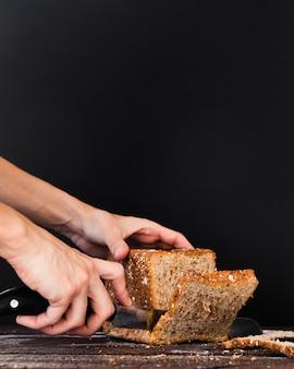 Нож для резки хлеба крупным планом