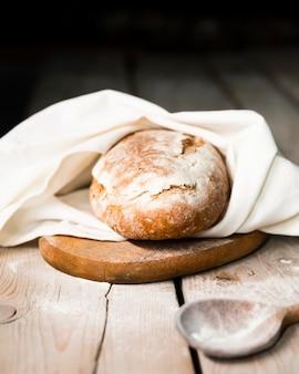 Домашний хлеб, запеченный в духовке