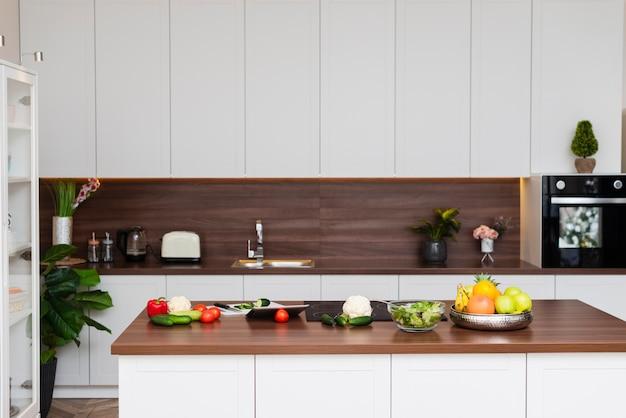 モダンなキッチンのエレガントなデザイン