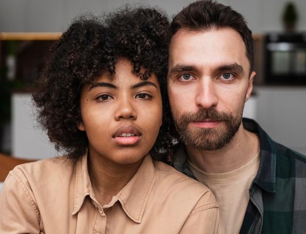 美しい若いカップルの肖像画